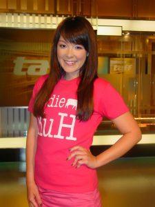 Quotenwetteinlösung: Nela Panghy-Lee im KuH-Shirt
